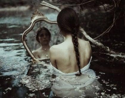 Smutek w lustrze