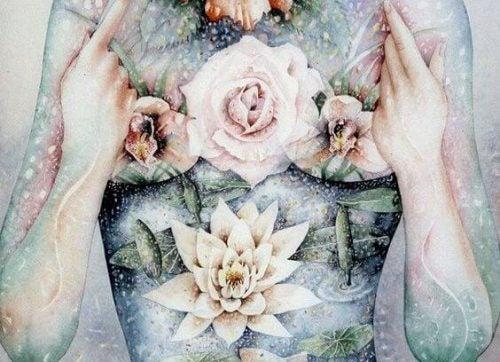 Ciało kobiety w kwiatach