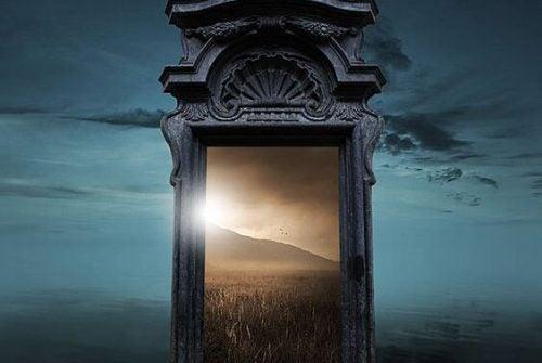 Uchylone drzwi przeszłości