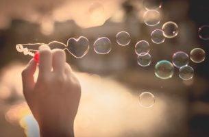 Bańki mydlane - uszczęśliwiać małymi rzeczami