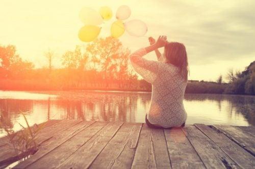 Szczęście - kobieta na moście