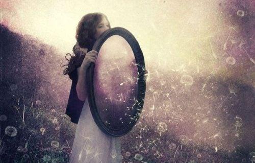 Dziewczyna z lustrem