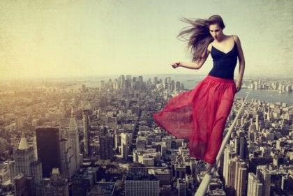 Kobieta nad miastem