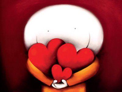 Lalka trzymająca trzy serca