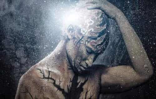 Udar mózgu: wszystko zaczyna się silnym bólem głowy