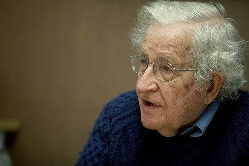 Noam Chomsky – 12 cytatów sławnego lingwisty