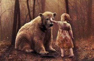 Dziecko i niedźwiedź