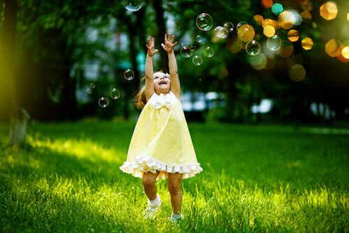Wewnętrzne dziecko: 8 sposobów, by je uwolnić i czuć się szczęśliwszym