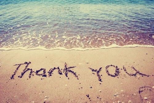 Dziękuje napisane na piasku - wdzięczność