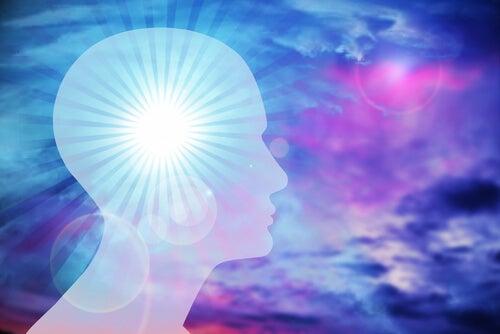 Głowa mężczyzny, emitująca światło
