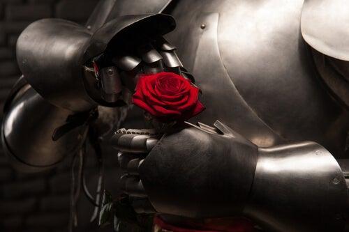 Róża trzymana przez zbroję - żelazna miłość