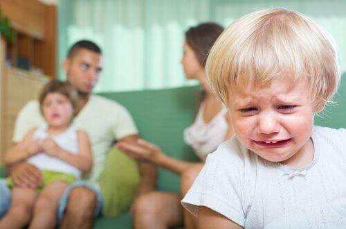 Dziecko cierpi kłótnie rodziców