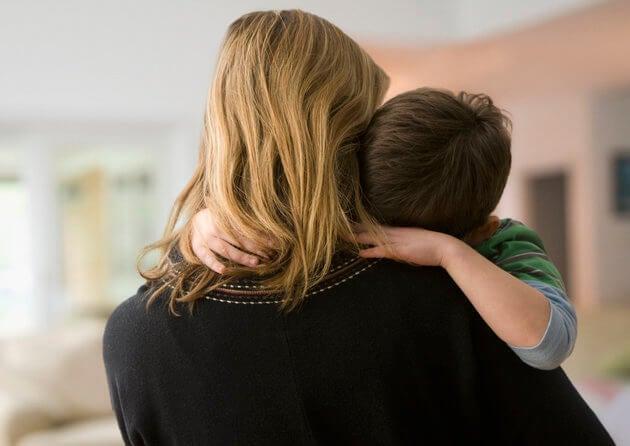 W ramionach matki