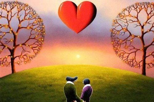 Para na łące - zachód słońca z sercem na niebie