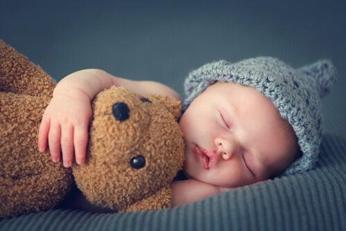 Dziecko w łóżku - spanie