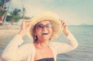 Kobieta na plaży: kobiety po pięćdziesiątce