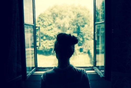 Kobieta w oknie - rozczarowanie