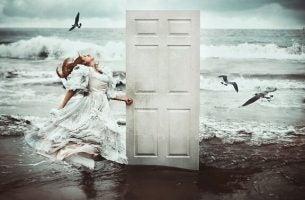 Drzwi na plaży