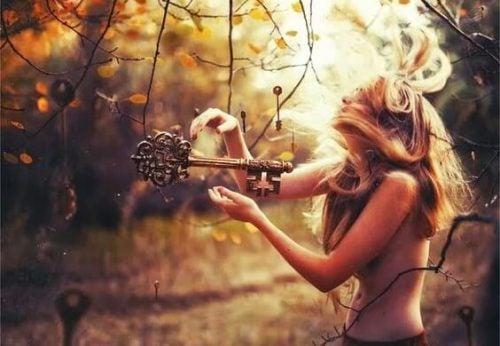 Dziewczyna i klucz do wolności