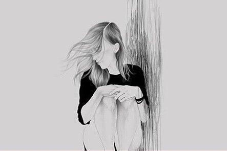 Dziewczyna oparta o ścianę