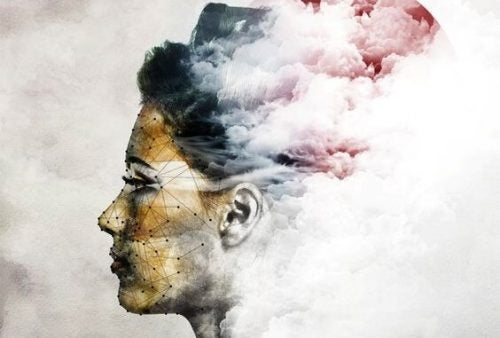 Głowa kobiety w chmurach