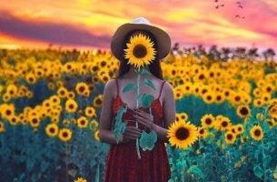 Kobieta i słoneczniki - szczęście