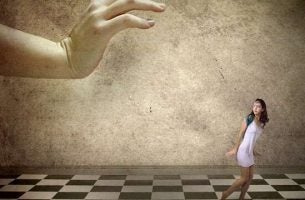 Uciekająca kobieta - gaslighting