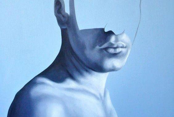 Mężczyzna, którego twarz jest w połowie niewidoczna