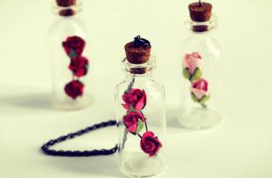 Butelki z kwiatami - miłość do siebie