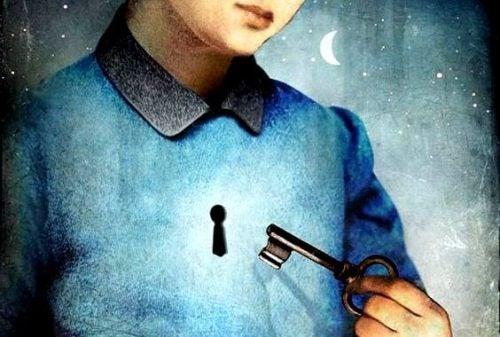 Człoweik z kluczem i zamkiem na ciele