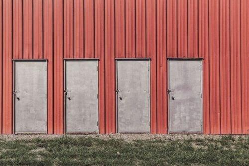 Cztery drzwi