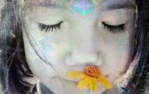 Dziewczynka i kwiat