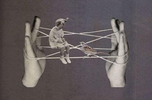 Dzewczynka i ptaszka siedzą na rozciągniętych między palcami nitkach