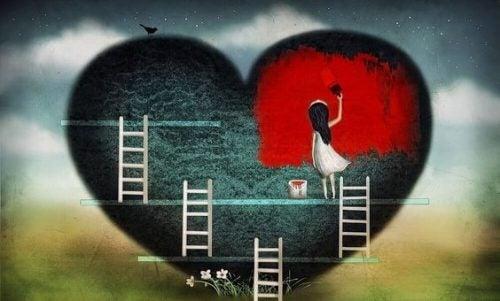 Dziewczynka zamalowuje serce na czerwono