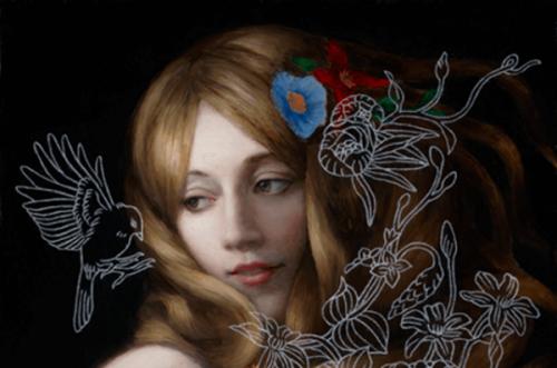 Kobieta z kwiatkami we włosach
