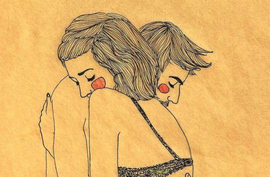 Dziewczyna i chłopak przytulają się