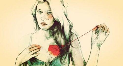 Kobieta, która trzyma serce na sznurku
