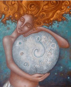 Kobieta tuląca księżyc - kończąc czterdzieści lat