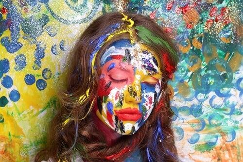 Kolorowa twarz kobiety