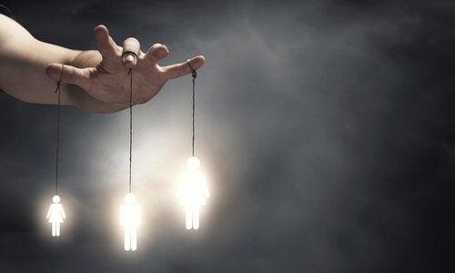 Manipulator – 7 wskazówek jak sobie z nim poradzić