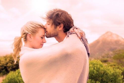 Oksytocyna i 7 sposobów na zwiększenie jej poziomu