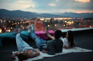 Noce z przyjaciółmi