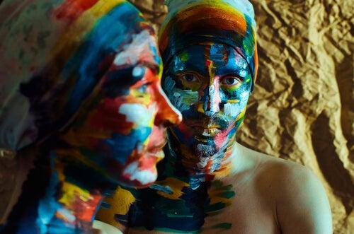 Kolorowe twarze kobiet - patriarchat