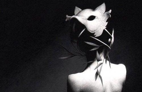 Kobieta w masce wilka