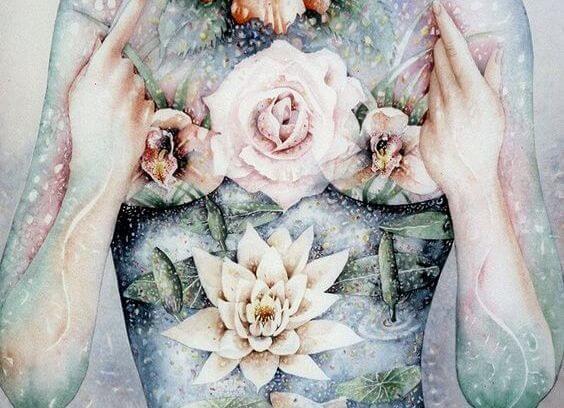 Ciało kobiece w kwiatach.