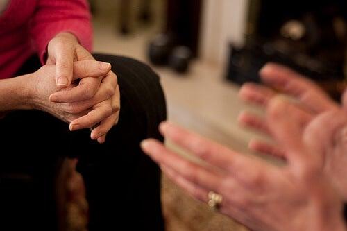 Splecione dłonie