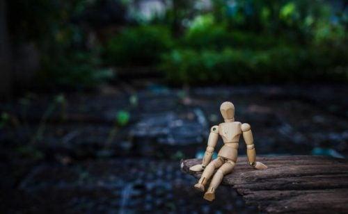 Drewniana figurka człowieka