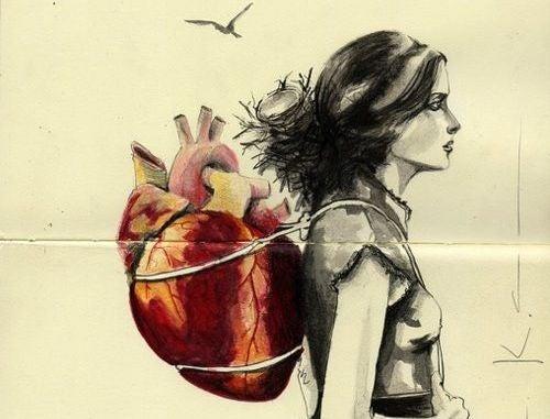 Emocjonalny bagaż. Dziewczyna z plecakiem w kształcie serca.