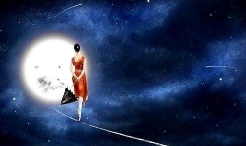 kobieta idzie ku księżycu