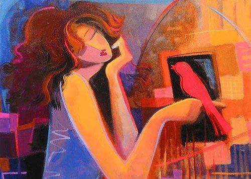 kobieta trzyma na dłoni ptaszkę